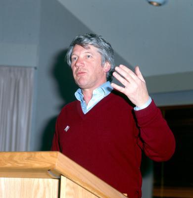 Fletcher Challenge Ltd: 1992 Hugh A Fletcher presenting speech