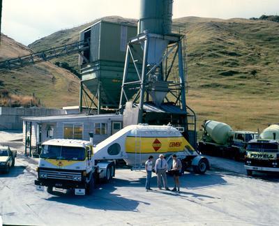 Golden Bay Cement Co Ltd: 1990 Mercedes 2235V tractor unit
