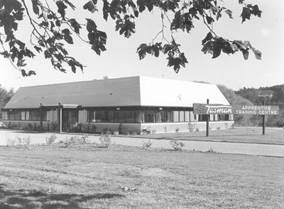 Tasman Pulp & Paper Co Ltd, Kawerau: 1982 new apprentice training centre; 1982; Photograph