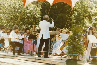 Winstone Ltd - Sponsorships: 1986 Auckland Philharmonia Orchestra Garden Party at Government House, Auckland