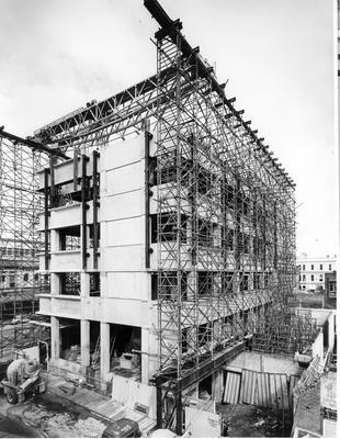 Fletcher Construction Co Ltd - Bank buildings, Auckland: 1966 BNZ Computer Centre, Victoria St - during construction