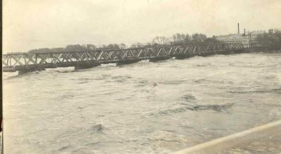 Wright Stephenson & Co Ltd - Gore Branch, Southland: Mar1913 Floods at Gore - railway bridge