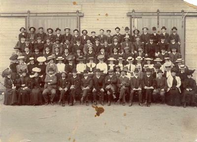 Wright Stephenson & Co Ltd - Gore Branch, Southland: 1907 staff
