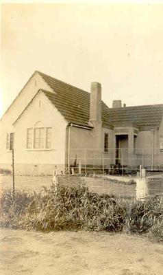Winstone Ltd - Images of buildings using Winstone products: 1925 Cottage - Otahuhu Gardens Suburbs, Auckland - Architects: W Martin Hutchinson; Builder: B J Harbutt; Winstone Marseilles Tiles, Steeltex, Gibraltar Board.