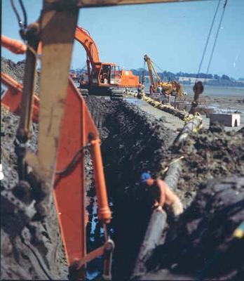 Brian Perry Ltd: Feb1987 Manukau Harbour Pipe Crossing project - Job No 87-118 (men posing on machine)